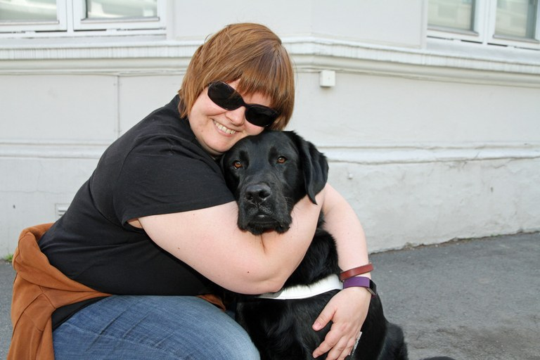 Karianne og førerhunden Ask