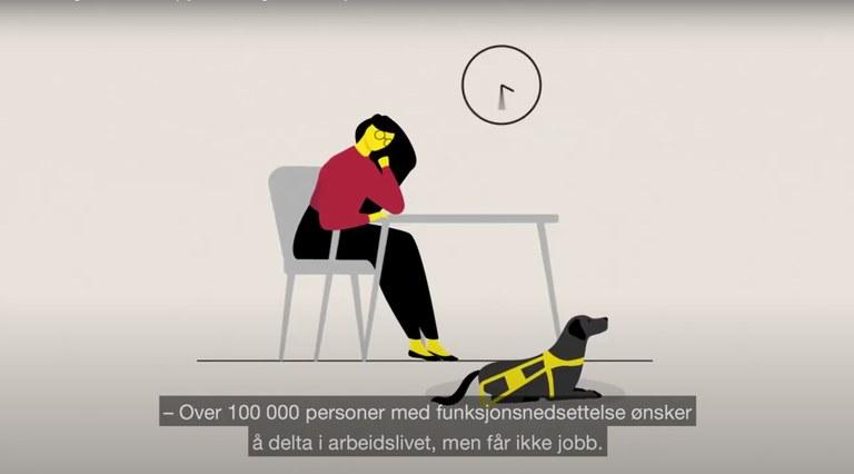 Skjermdump fra animasjonsfilm om inkludering i arbeidslivet. Kvinne sitter ved et bord, førerhund, tekst: 100 000 personer med funksjonsnedsettelse ønsker å delta i arbeidslivet, men får ikke jobb.